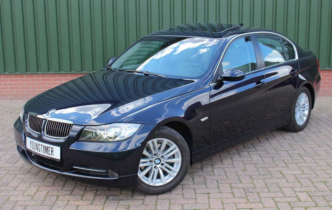 BMW 325i aut dealer presentatie auto youngtimer
